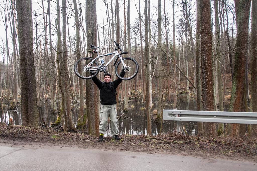 Spała rowerem, czyli lasy, zamek i bunkier